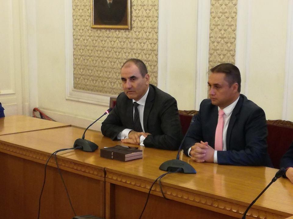 """Ученици от ОУ """"Иван Хаджийски"""" на среща с депутата Цветан Цветанов"""