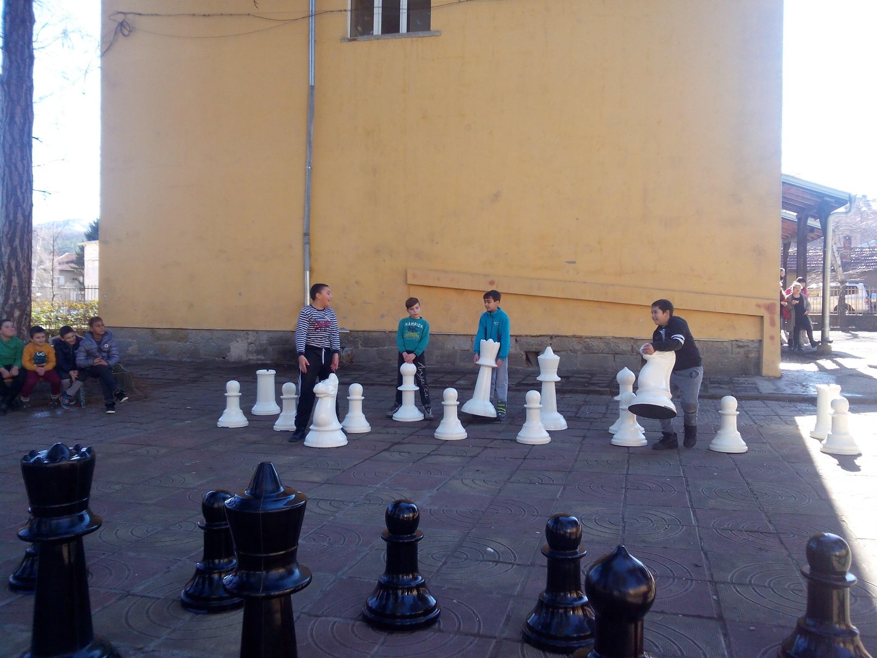 "Млади шахматисти в ОУ""Иван Хаджийски"""