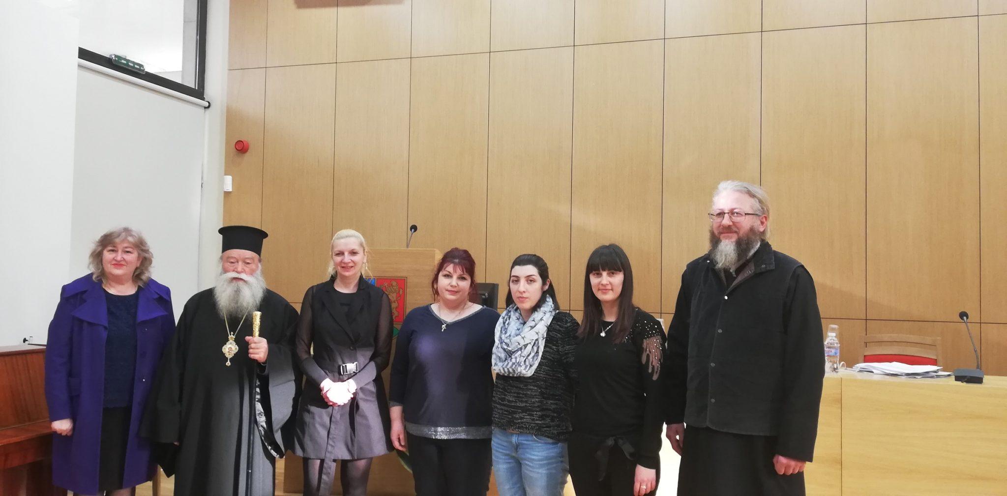 """Учители от начален етап и ръководството на ОУ """"Иван Хаджийски"""" участваха в работна среща по въпросите, свързани с преподаване на религия в училище."""